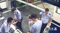 孩子走失路人报警 接警员接警后发现是自己孩子