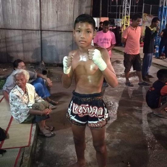 视频|13岁少年为生计打泰拳 头部遭5记重拳死亡