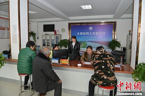 资料图:办事窗口(图文无关)。 中新社记者 张娅子 摄