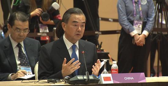 中国外交部长王毅在第51届中国-东盟外长会议上发言。