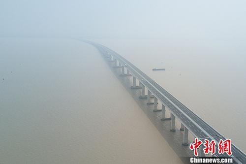 资料图:长江。 中新社记者 泱波 摄