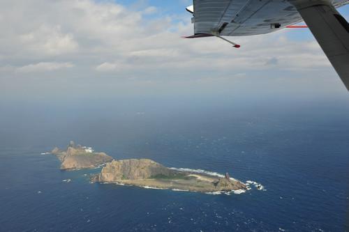 资料图片:这是从中国海监B-3837飞机上拍摄的中国领土钓鱼岛及其附属岛屿画面。新华社发