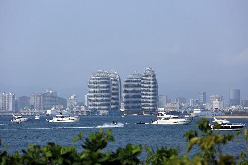 这是3月17日在海南省三亚市吉阳区拍摄的海滨景色。 新华社发