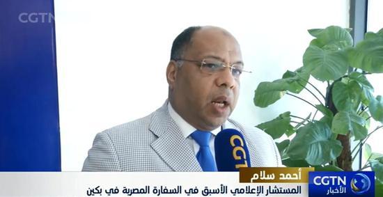 △埃及国家新闻署副署长艾哈迈德•萨拉姆经受CGTN阿语频道记者采访