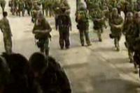 视频:15名空降兵跳伞全过程回放