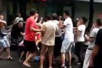 捉谣记|裸男当街抢小孩?同一视频曾被十余地网警辟谣