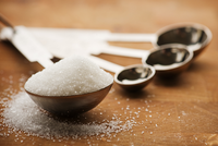 捉谣记|吃白糖相当于吃工业酸吃石灰?专家:谣言