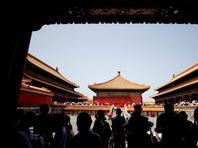 北京雨后气温回升 故宫景区游人如织