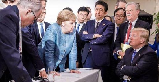 德国总理默克尔发 布的照片。