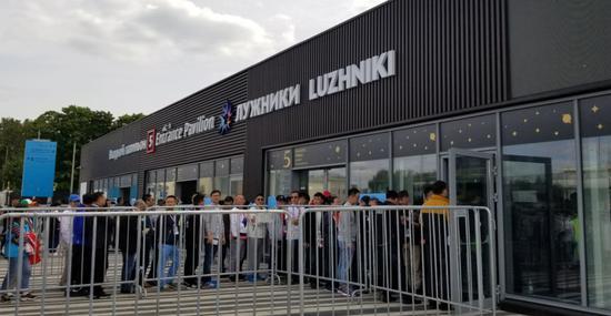 ▲莫斯科卢日尼基球场开始检票入场(每经记者 王嘉琦)