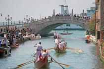 威尼斯舉行劃船賽