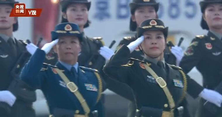 首次在徒步方队中亮相的女将军抓紧最后时间训练(含视频)