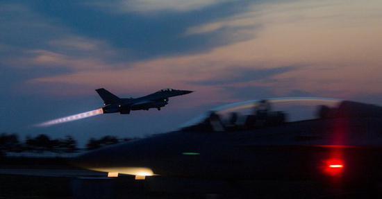 """参与""""超级雷霆""""的F16K战斗机 图片来源:今日俄罗斯"""