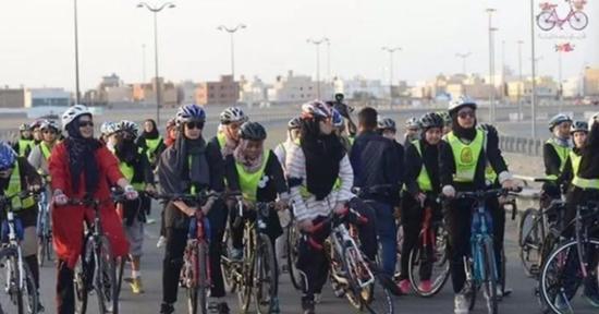 本月10日,沙特历史上第一次女子自行车比赛在海滨城市吉达举行。