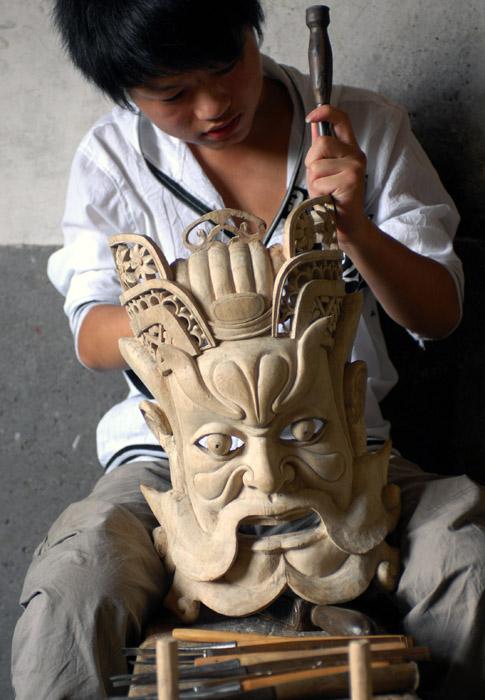 制作湘东傩面具