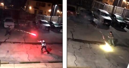 视频:两名男子街头手持烟花互相攻击 像是在学《哈