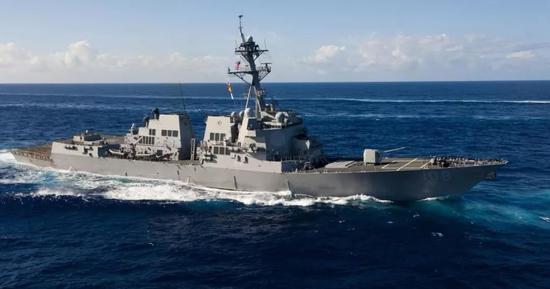 """8月28日,""""韋恩·E·邁耶""""號駛入中國南海永暑礁和美濟礁12海里範圍內。"""