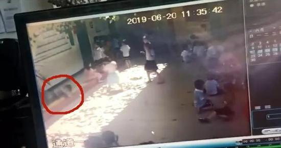 幼儿园玻璃窗掉落砸中6岁女童全身5处伤口缝23针