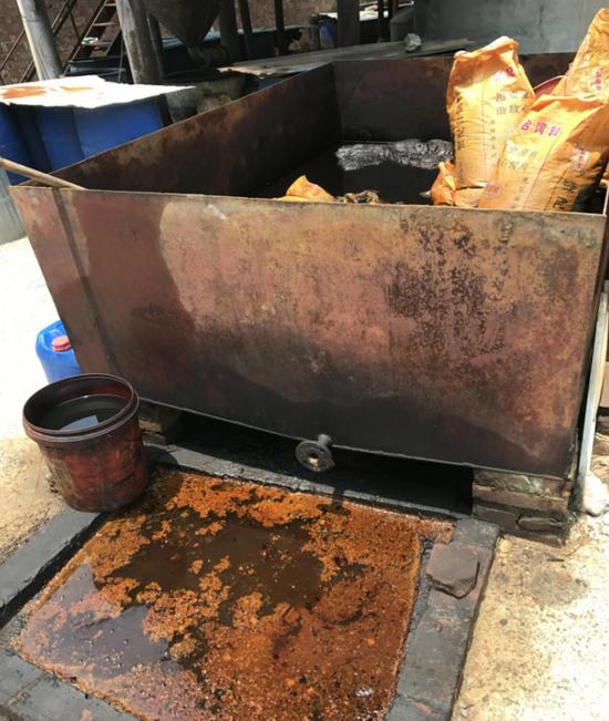 部分废油渣露天堆存,环境隐患突出