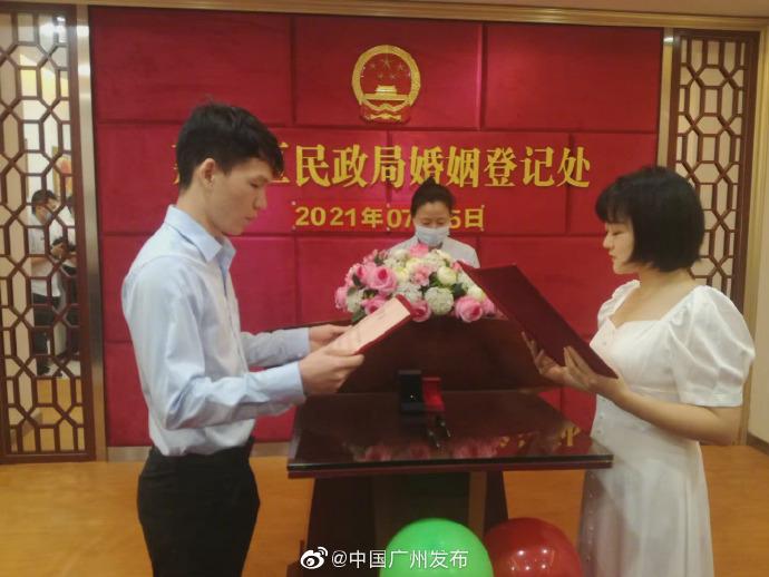 恭喜!他們結婚了!好甜