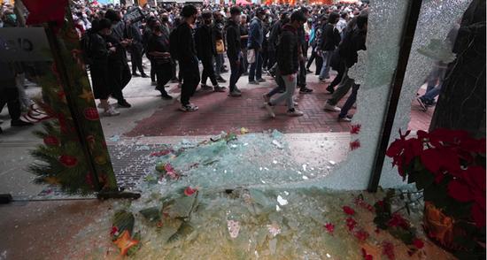 内讧升级:因为这句话 香港暴徒和泛暴派杠上了图片