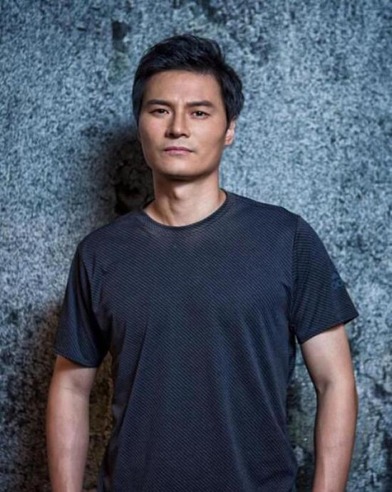 李毅还自己拍了网剧《李毅大帝》。