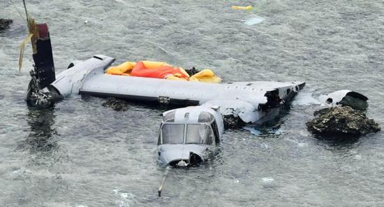 """资料图片:驻日美军MV-22""""鱼鹰""""运输机坠毁现场图。(图片来源于网络)"""