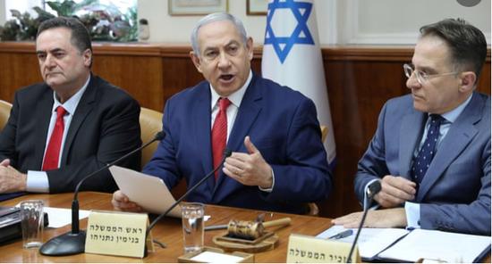 以色列总理内塔僧亚胡8日正在内阁集会上讲话(图源:路透社)