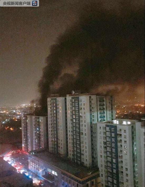 越南胡志明市一公寓发生火灾 已造成13人死亡