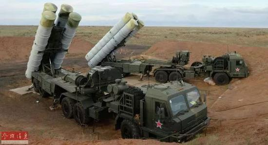 ▲S-400导弹发射车起竖发射筒
