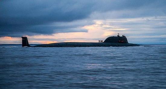 """美国""""杜鲁门""""号航空母舰驶进大西洋。(图源:俄罗斯卫星通讯社)"""