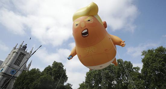 """""""特朗普宝宝""""气球(美联社)"""
