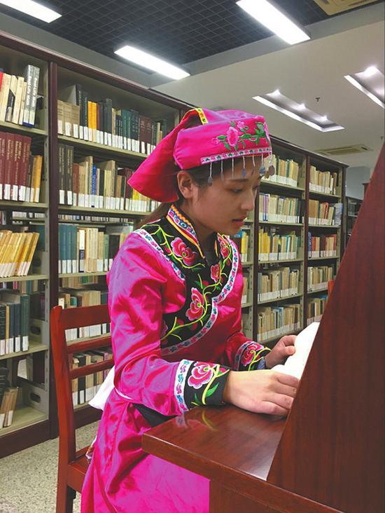 何亚军目前在上海读大学。