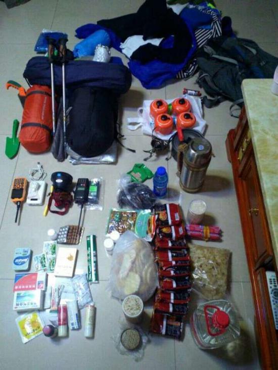 出发前驴友携带了大量的出行必需品。苗洪涛供图