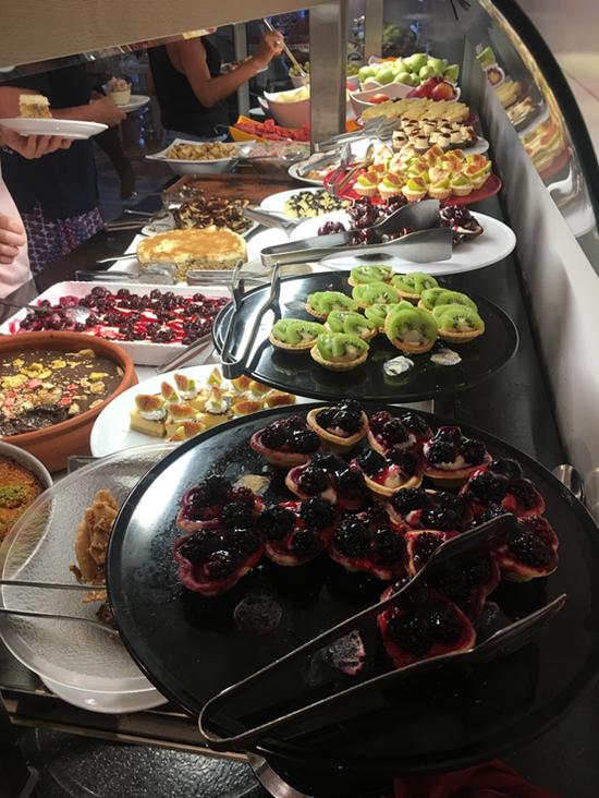 库萨达斯市所住酒店甜食一瞥