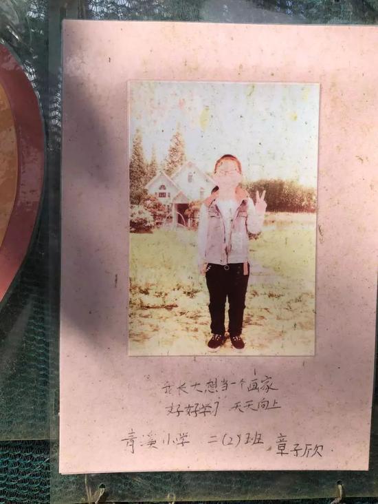 章子欣的心愿,还贴在青溪小学心愿墙上。 顾杰 摄