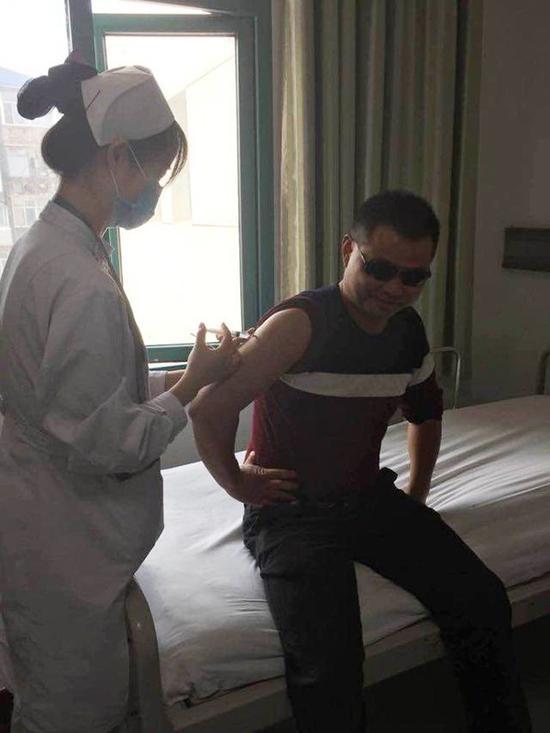 王斌正在注射动员剂 图片来自网络