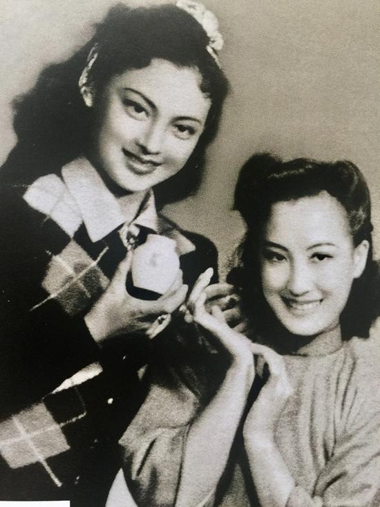王丹凤(左)与周璇