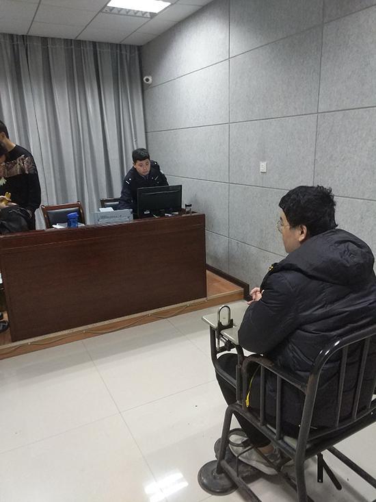 """湖北警方破全国首例网络直播""""人气外挂案"""" 5名嫌疑人落网"""