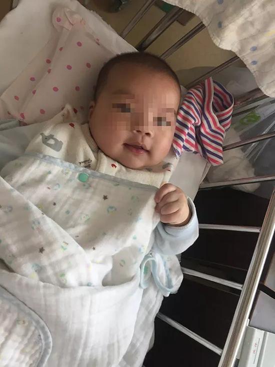 被父亲遗弃了两次的男婴小宇(化名)。 本文图片 澎湃新闻记者 陈斯斯