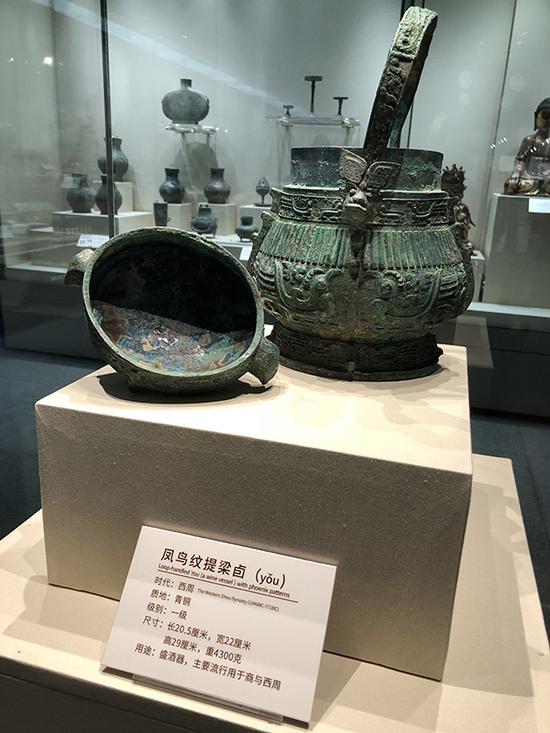 参展展品凤鸟提梁卣。 澎湃新闻记者 王乐 图
