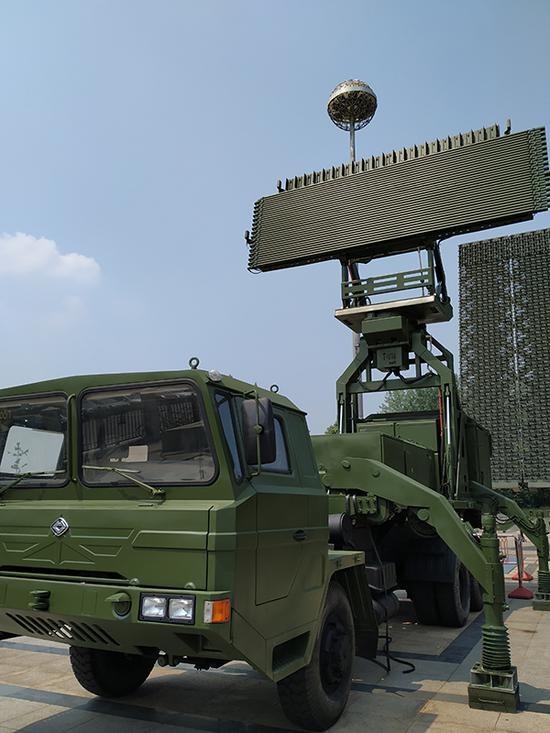 YLC-8B机动式反隐身预警等雷达。