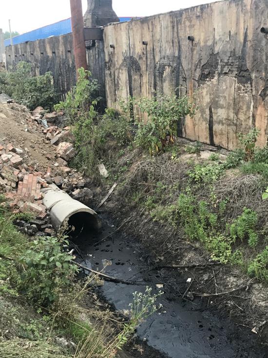 木焦油污染沟渠和土壤