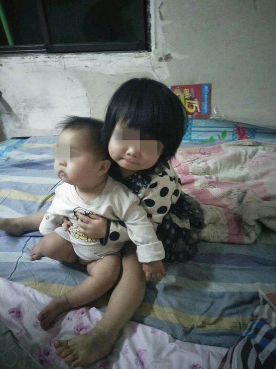 姐姐和妹妹受伤前总是一同游玩。家眷供图