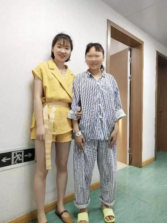 20岁浙江姑娘长着一张10岁娃娃脸却让她苦不堪言