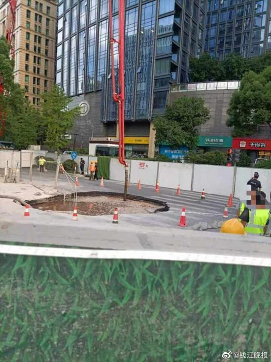 杭州西湖区一路口发生地面塌陷 未造成人员受伤