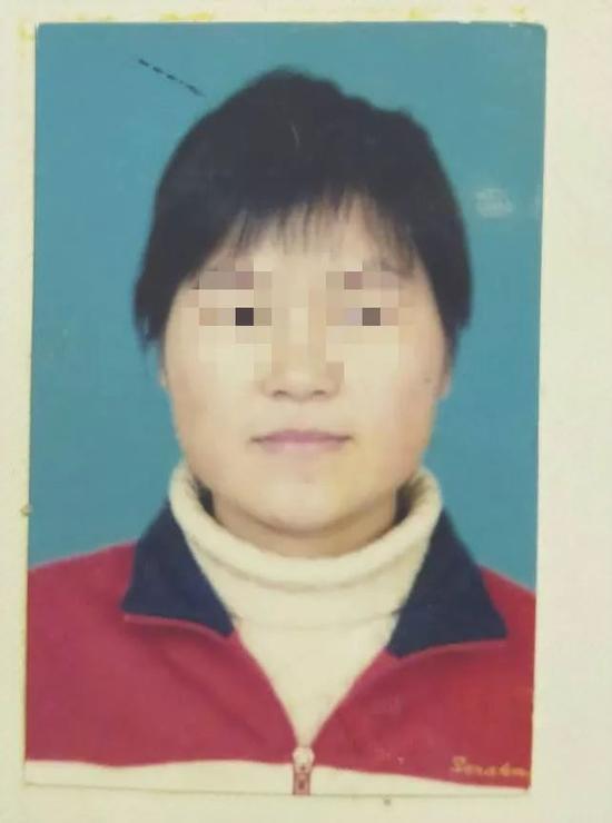 真胡红岩2008年的证件照。受访者供图