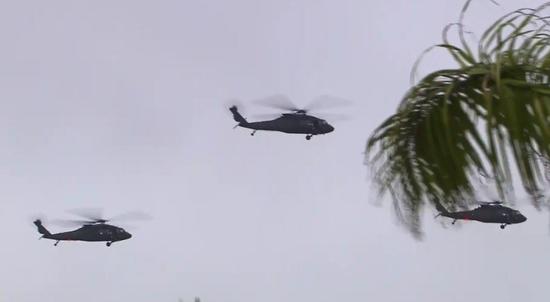 台北清晨直升机轰鸣似军事演习,实为台军为歌唱比赛造势。(图片来源:台湾《联合报》)