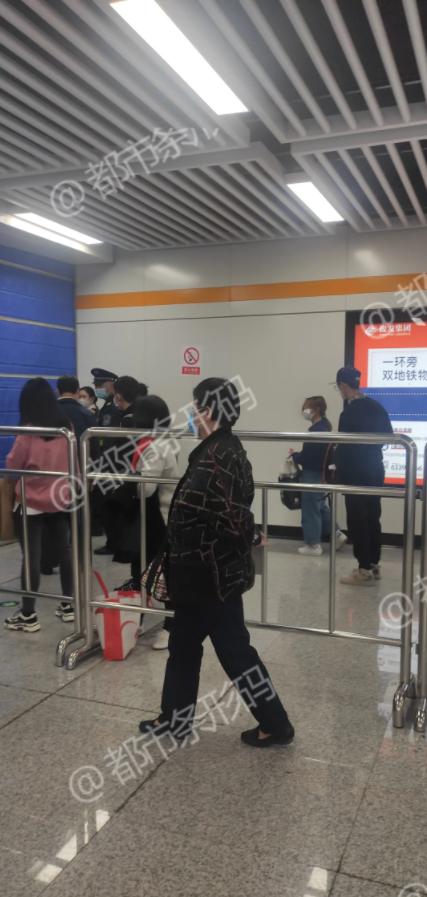 昆明火车北站地铁站烟雾弥漫 多人被困站内半小时图片