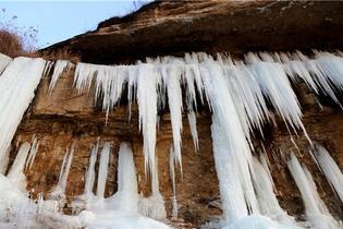 黃土塬現冰瀑奇觀